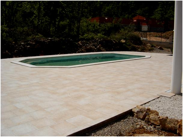 Terrasse piscine carrelage charmant carrelage pour for Piscine hors sol grand format